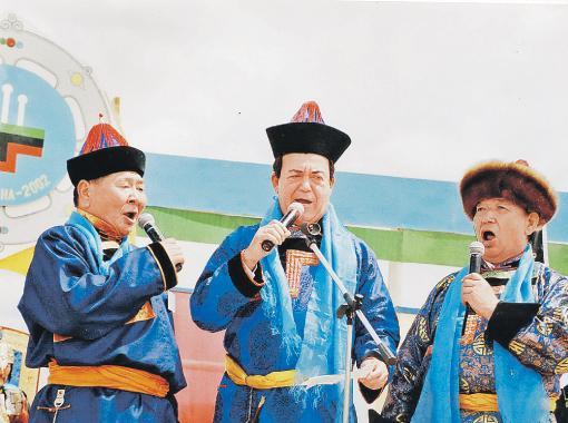 В первомайский праздник 1920 года в Иркутске с пьедестала свергли статую http://www.ruscrimea.org/uploads/posts/2012-09/1347602264_12760435.jpg